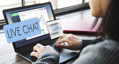 CSR in live chat with customer