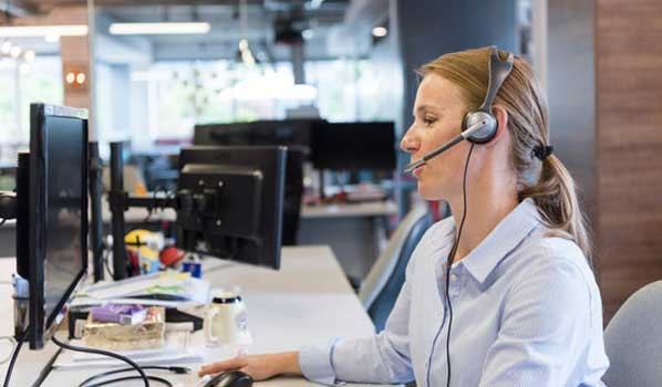 Call Center Agent on phone to customer