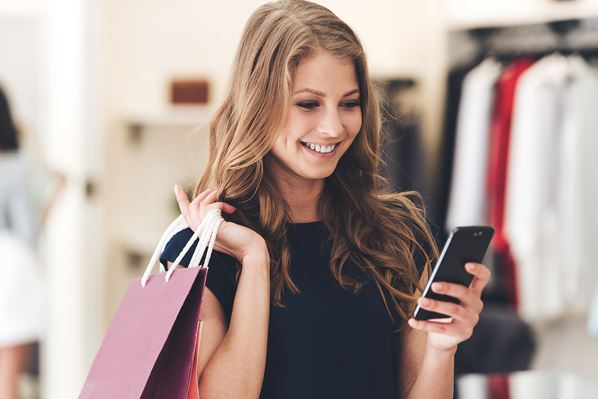 Customer using RCS messaging on mobile phone
