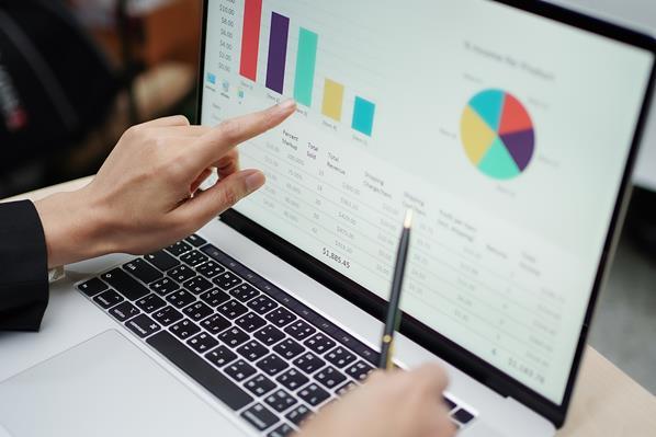 lending manger analysing charts