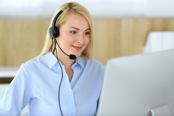 Online customer service helpdesk operator