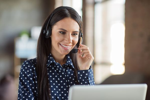 Customer Service Rep using Knowledge base to answer client's questions